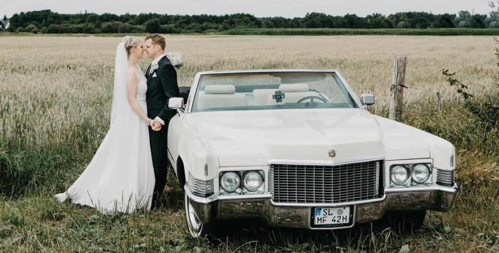 Cadillac am Kornfeld