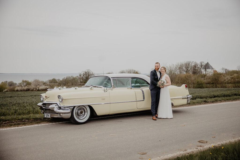 Cadillac 1956 mit Brautpaar