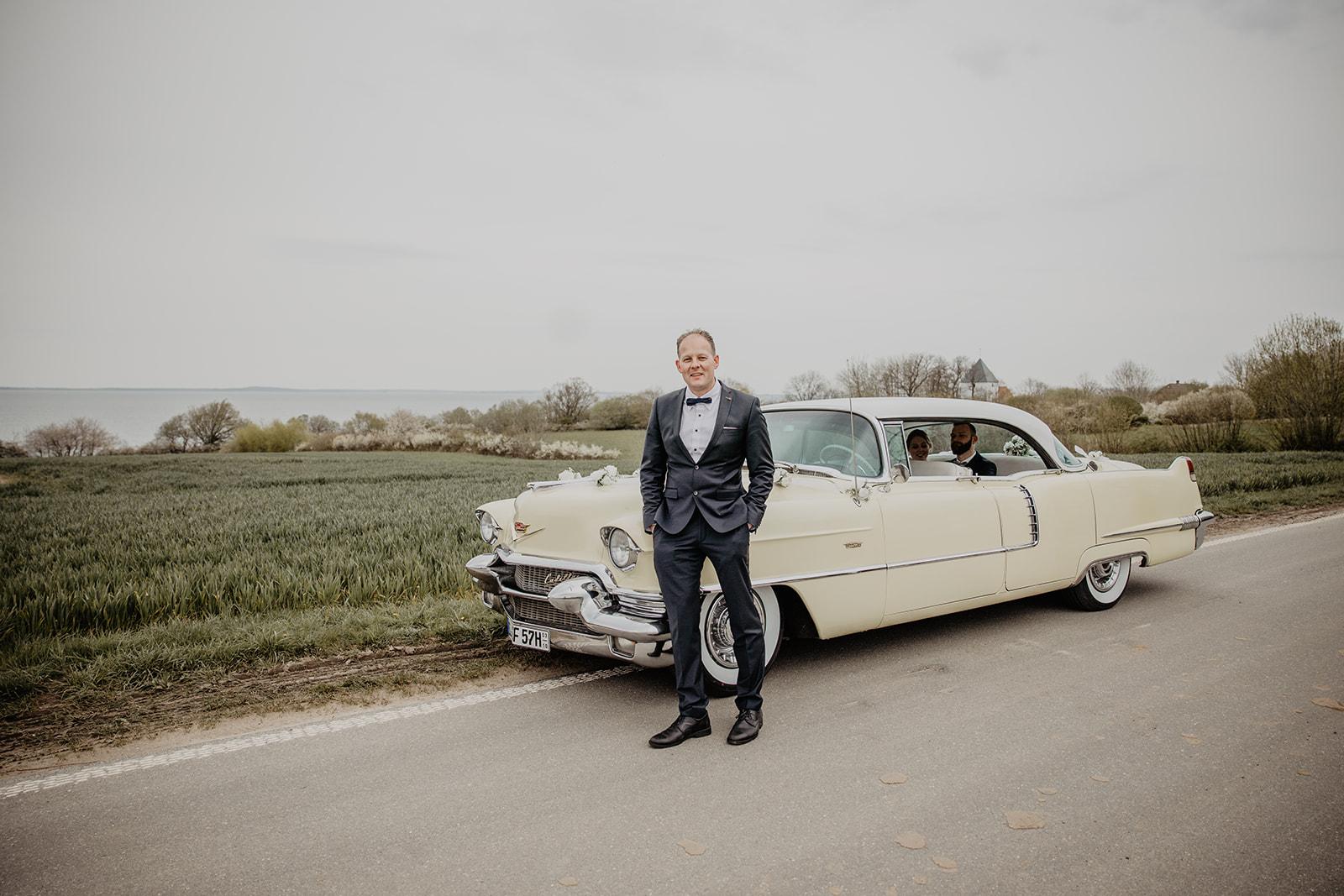 1956er Cadillac Deville mit Chauffeur